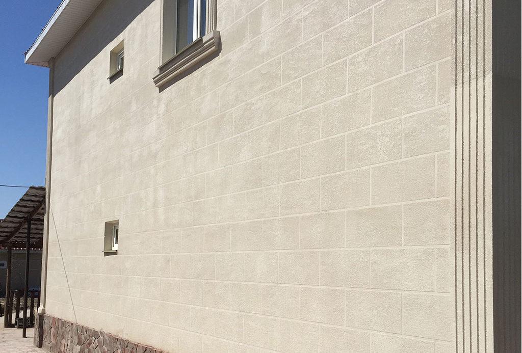 как отделать фасадную стену травертином