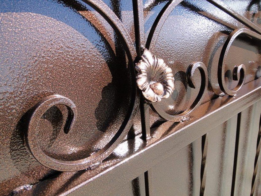 окраска ворот молотковой краской