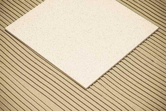 уложенная керамическая плитка первая
