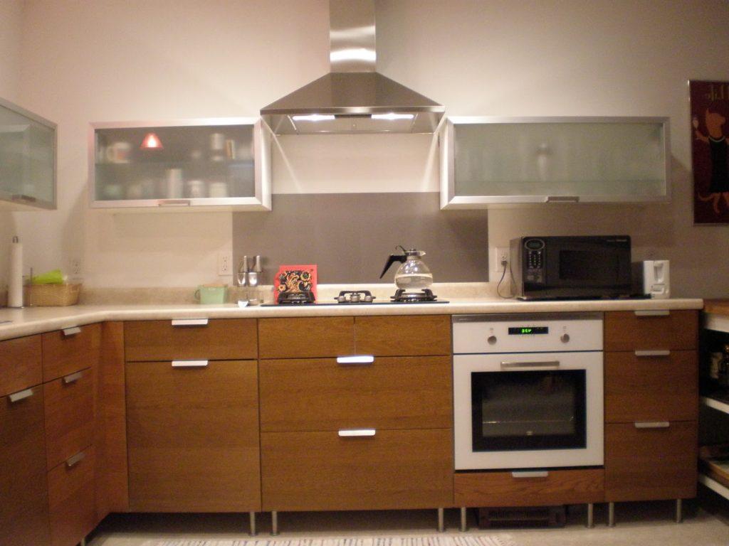 вытяжка и угловая кухня
